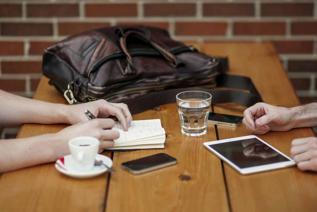 The Pros and Cons of Holding Business Meetings Via Mobile Devices